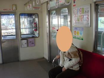 電車の中のおねーちゃん.JPG